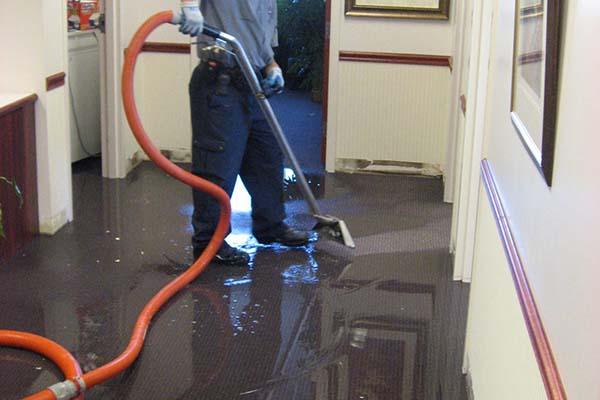 Limpiamos inundaciones en oficinas y despachos de barcelona