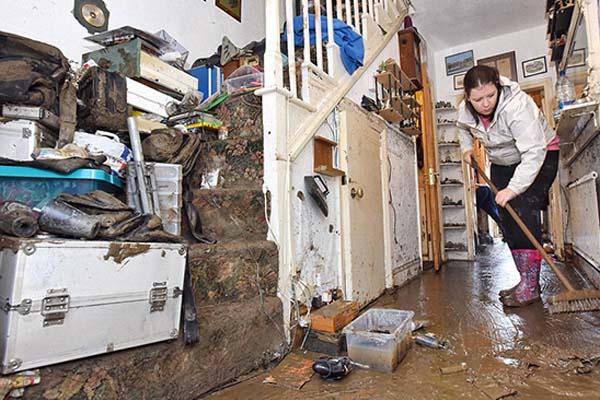 Limpiar inundación en casa barcelona